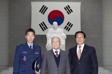 공군 장교가 된 김구선생 증손자