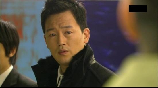 싸인11, H그룹 대표역 '김정태' 최모 씨랑 딱이다.