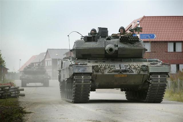 1만2천명의 국방인력을 감축하는 네덜란드 정부