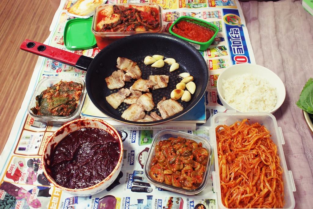 일요만찬: 고기, 비빔면, 김치부침개 @집