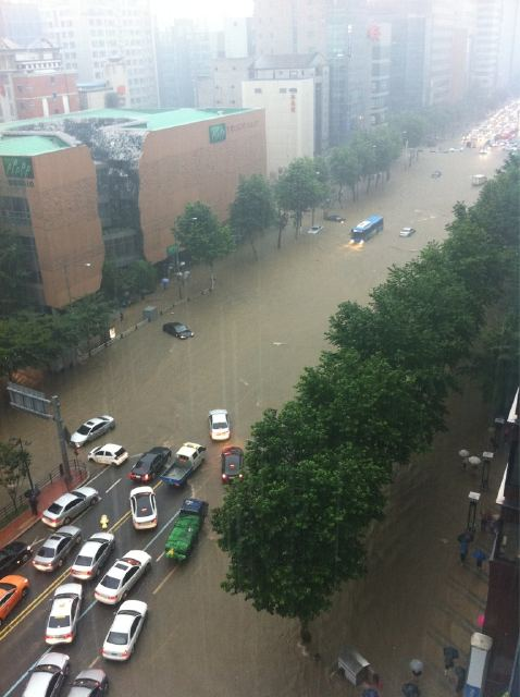2011-7-27 강남역 부근에서 '홍수의 열화판' 체험