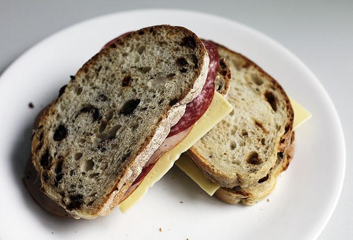 먹다 남은 이태리빵으로 간단 햄치즈샌드위치