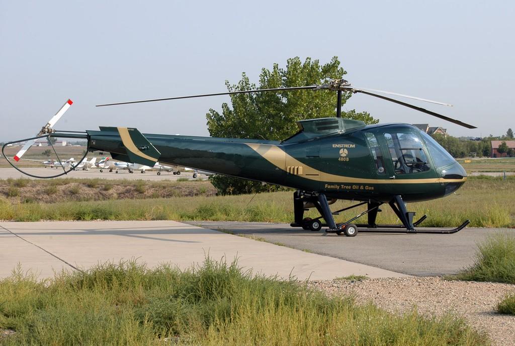 신형 헬기를 인도받은 태국 육군과 해군