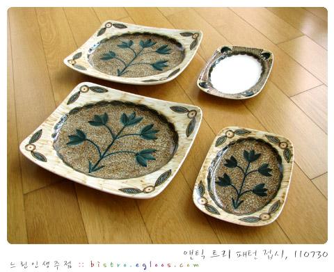 앤틱 트리 패턴 접시들
