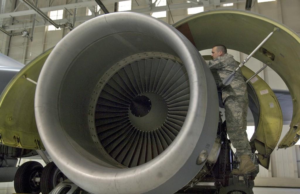 제3자로부터 엔진 부품을 구매하려는 미 공군