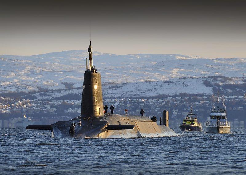 차세대 핵미사일 잠수함 계약을 발표하는 영국 정부