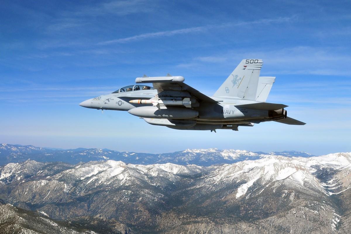 신형 대레이더 미사일 (AARGM)의 양산을 승인한..