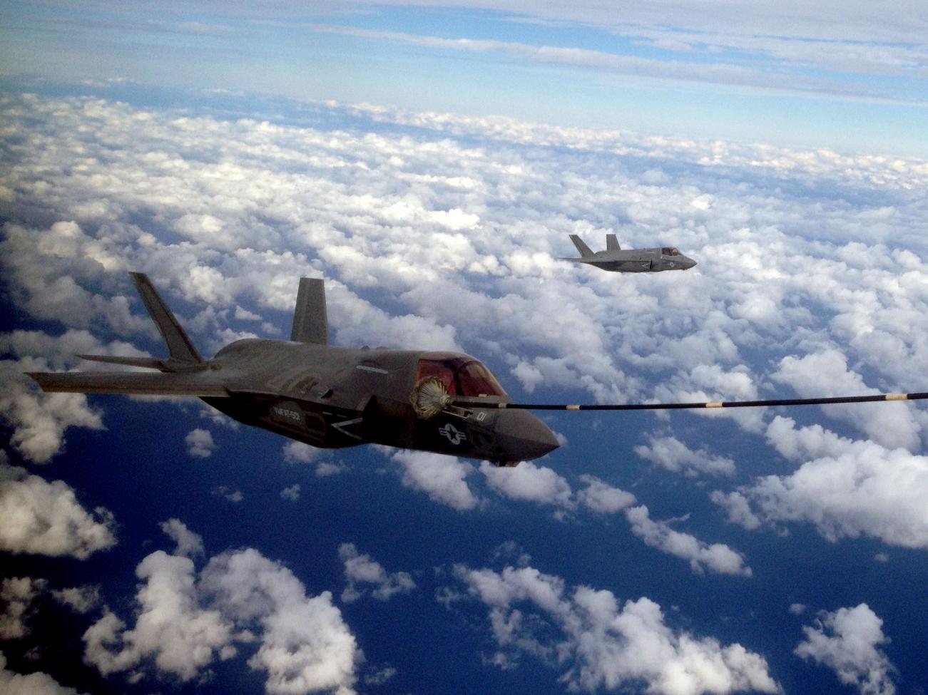 첫 공중급유를 실시한 이글린 기지의 F-35B 전투기