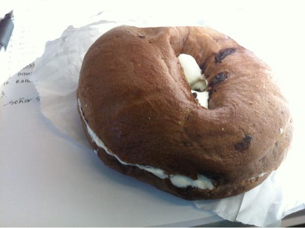 초코칩 베이글+크림치즈