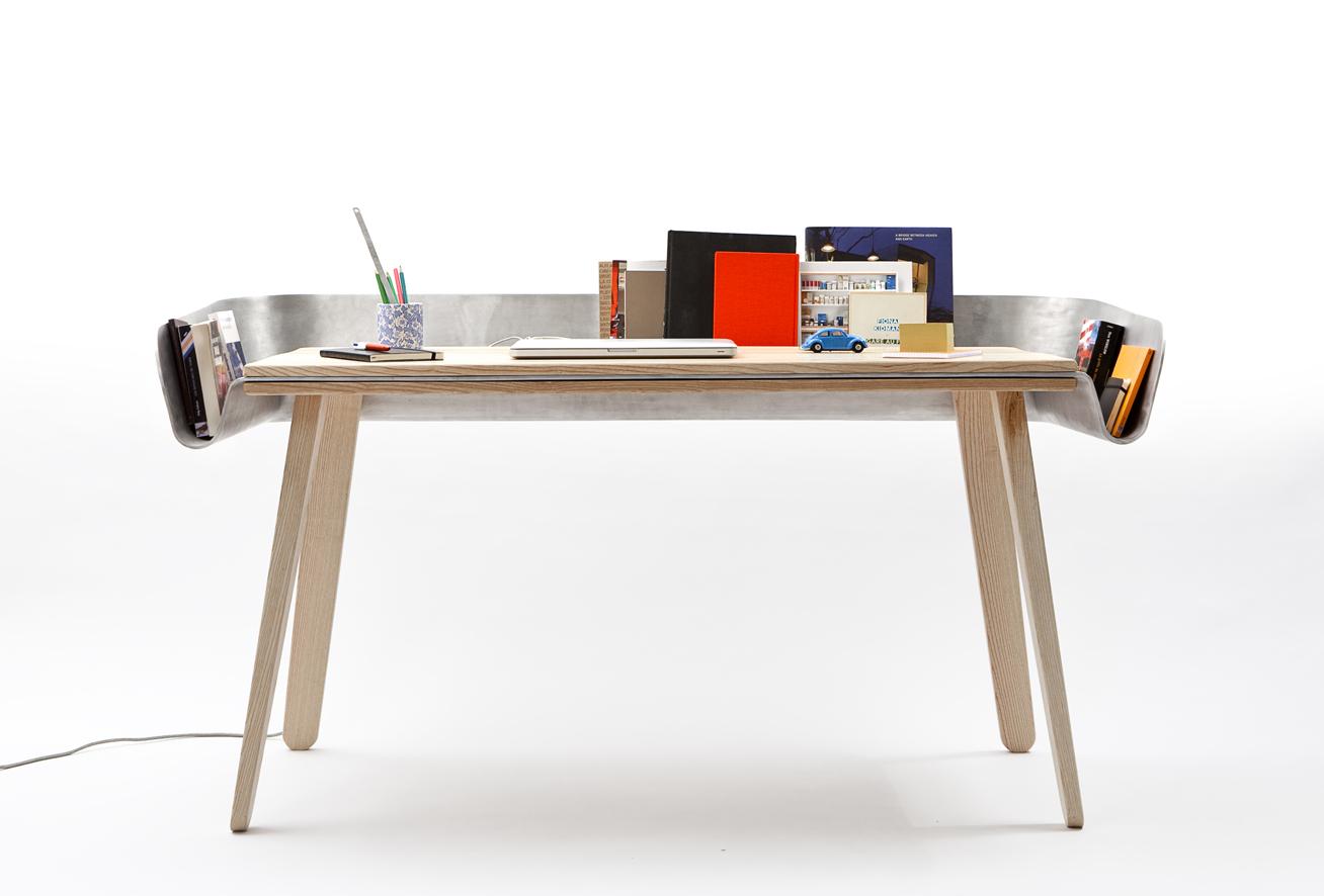 Tomas Kral 의 HOMEWORK : 책상의 기능성을 ..