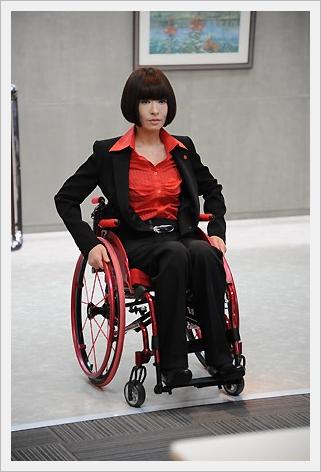 마츠유키 야스코, 휠체어의 수사 간부 역으로 나카이..
