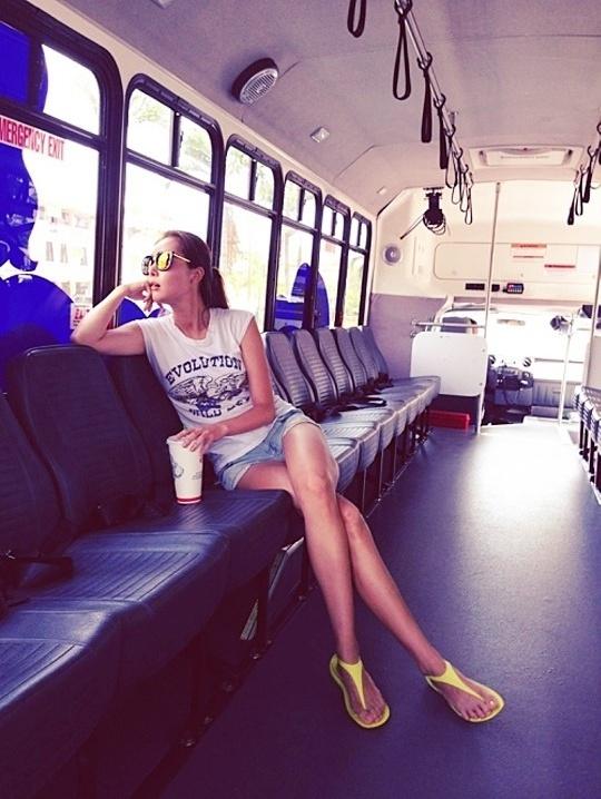 이수정 일상사진, 버스안에서 각선미 화제