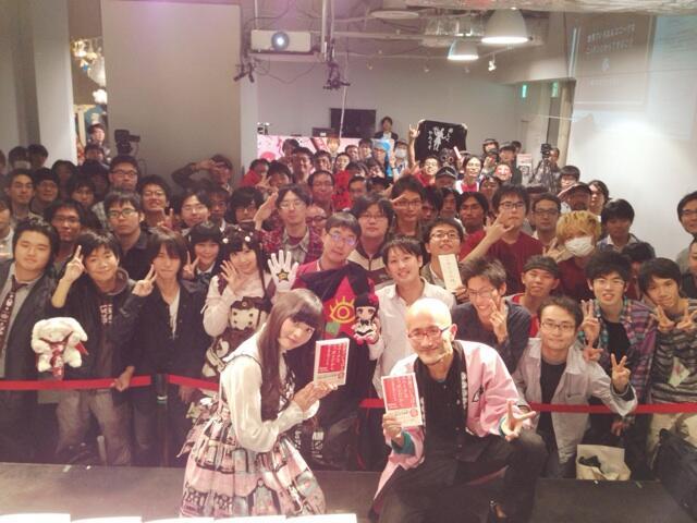 성우 우에사카 스미레의 트위터에 올라온 사진