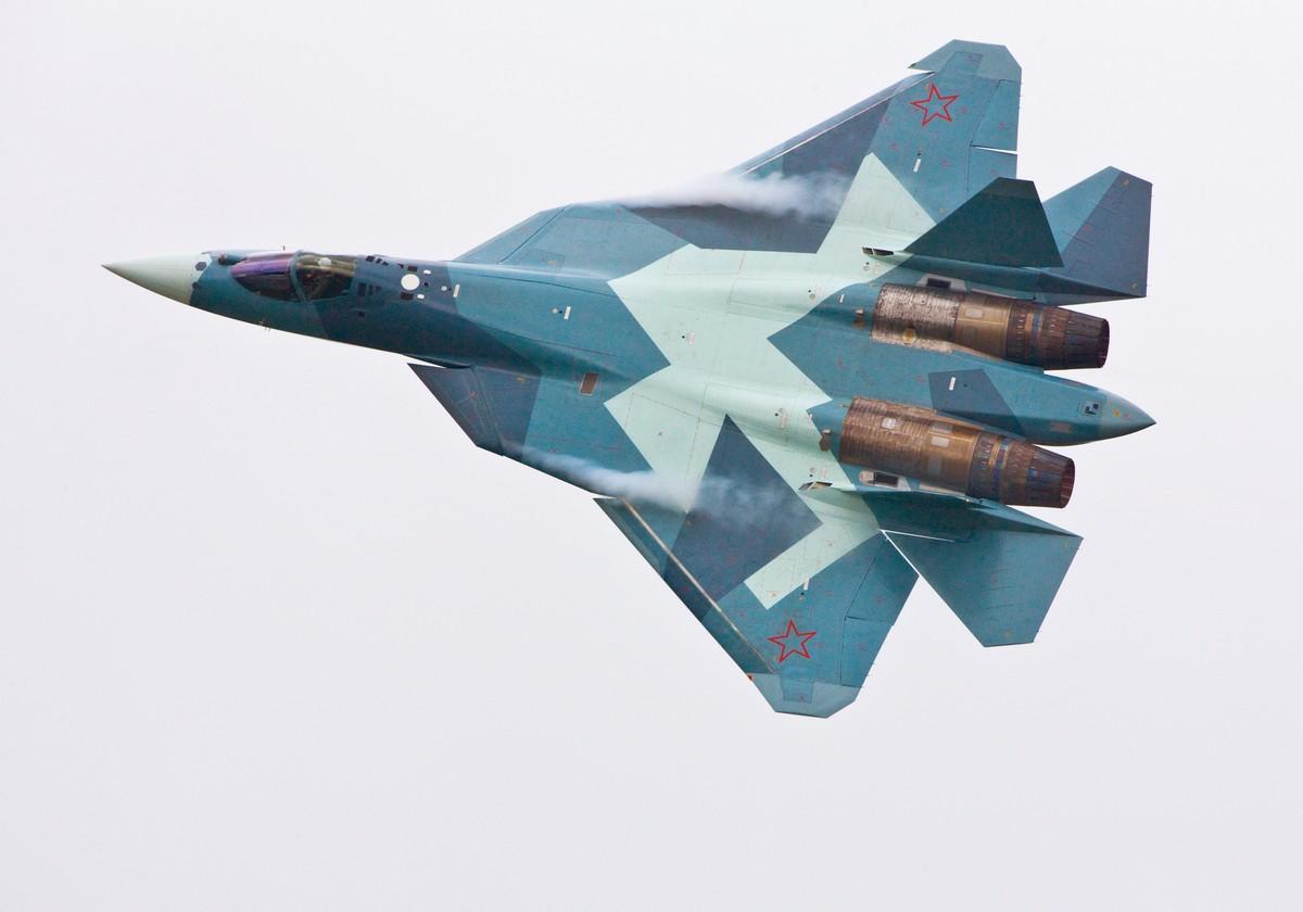 초도비행을 실시한 5번째 PAK-FA 스텔스 전투기