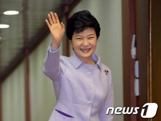 박근혜 대통령 유럽 순방, 그 화려함 속 감춰진 이면
