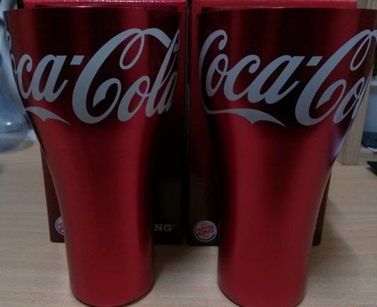 버거킹에서 주는 코카콜라 컵을 받아왔다.