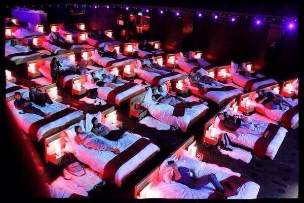 그리스에 있는 영화관의 모습이라고 하던데, 편해..