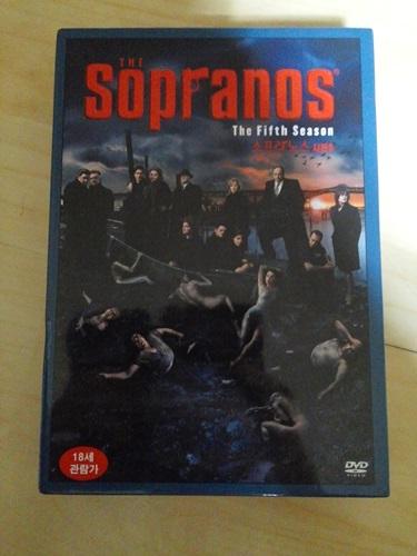 """""""소프라노스"""" 시즌 5 DVD를 구매했습니다."""