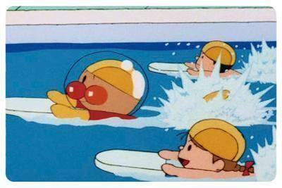 호빵맨이 헬멧을 쓰고 수영하는 장면에 대해, '전..