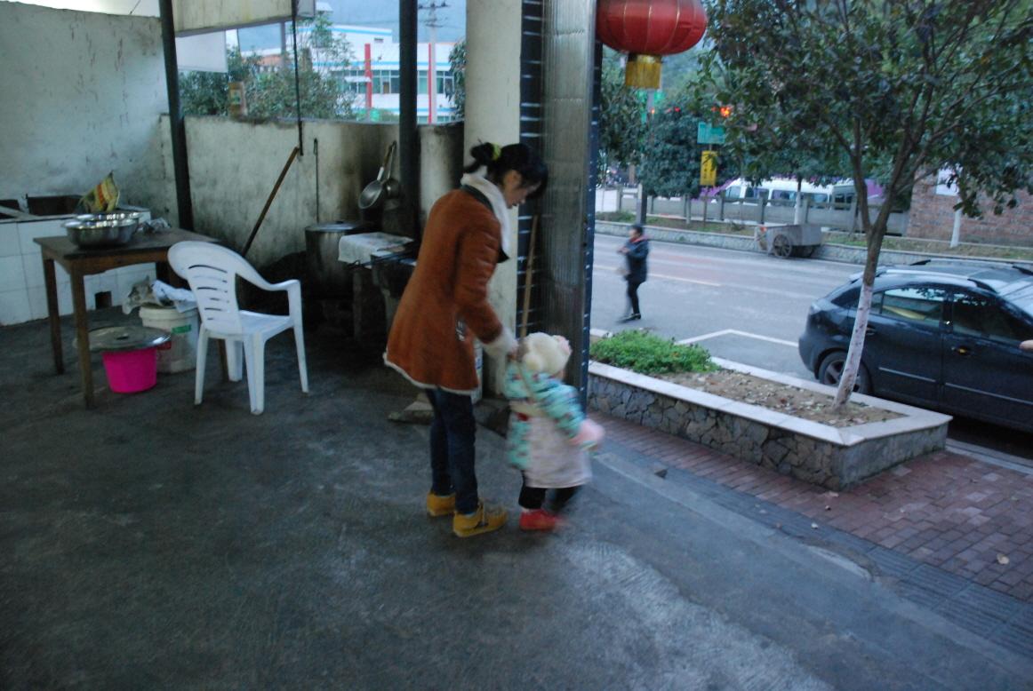 중국 유아의 걸음마 가르치는 방식(부모의 과도한..