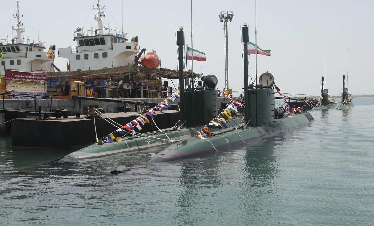 여러가지 위협을 가하고 있는 이란의 2개 해군
