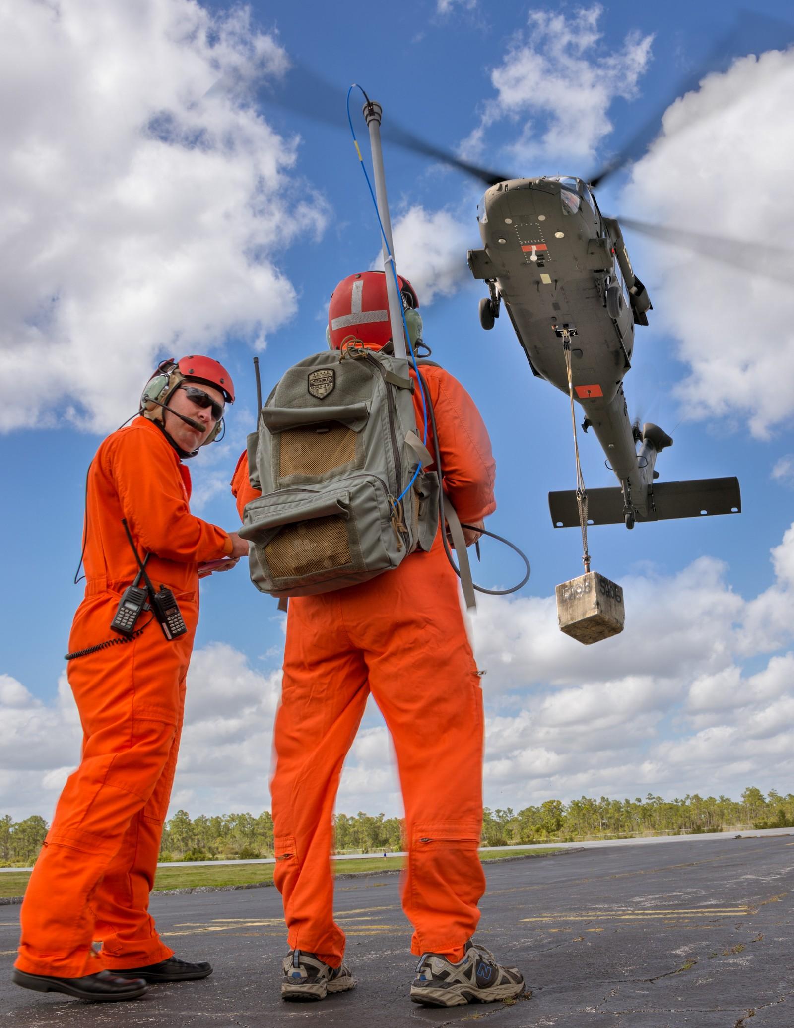 초도 비행을 실시한 유/무인형 블랙호크 시제헬기