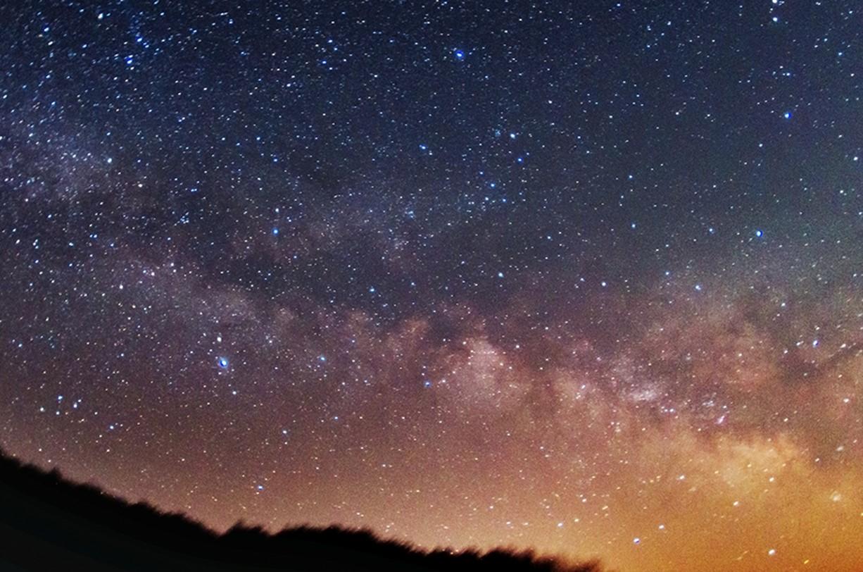 봄철 은하수 – 봄의 새벽 하늘에 뜨는 은하수
