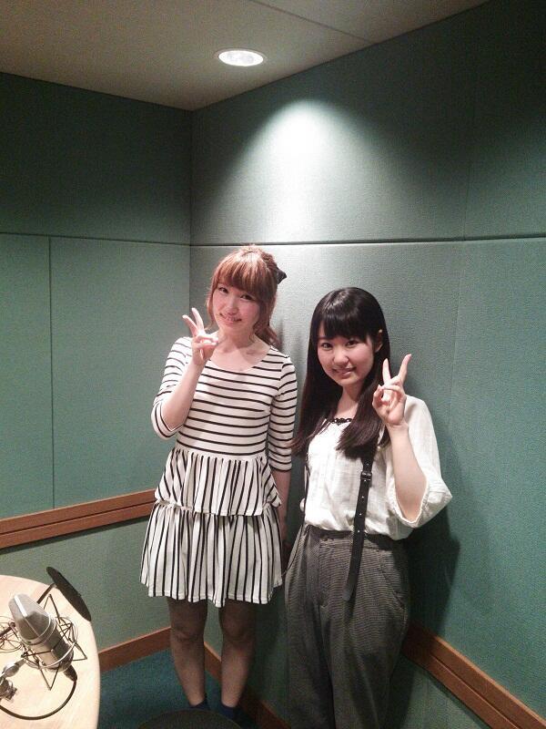 성우 우치다 아야 & 토우야마 나오의 사진이 귀엽네요.