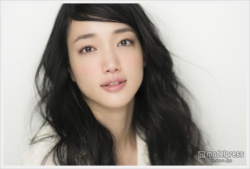 여배우 이리야마 노리코가 결혼. 7년 반만의 교제를..