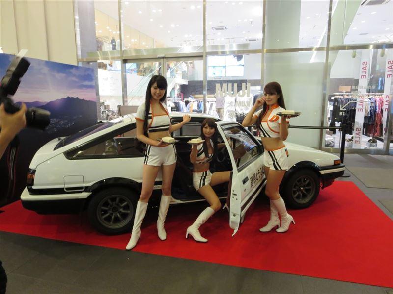 신극장판 이니셜D 공개 기념 자동차 전시 모습