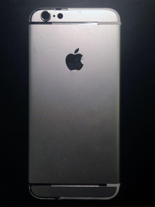 아이폰 6 뒷면 부품 유출 사진이라고 합니다.