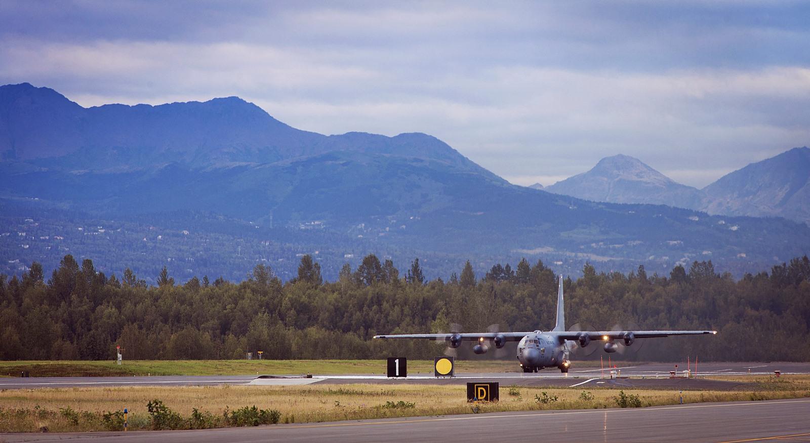 RED FLAG-Alaska 14-3 훈련에 참가한 C-130 이륙