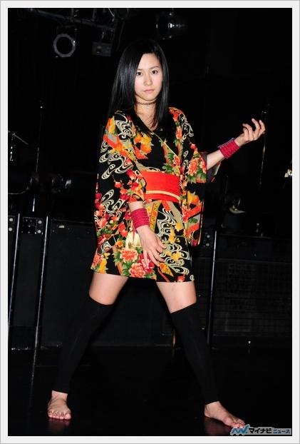 2014 에어 기타 세계 챔피언인 나구라 나나미가 가수 ..