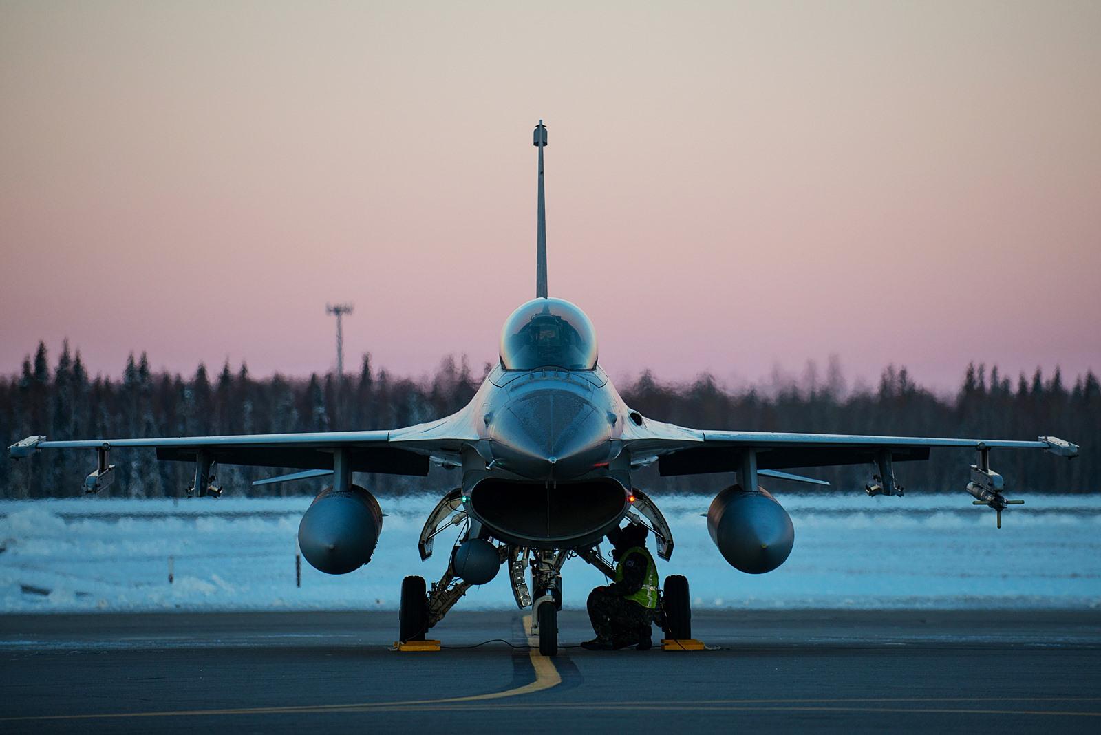 KF-16 개량사업 무산위기, F-35 도입전까지 쉬쉬..