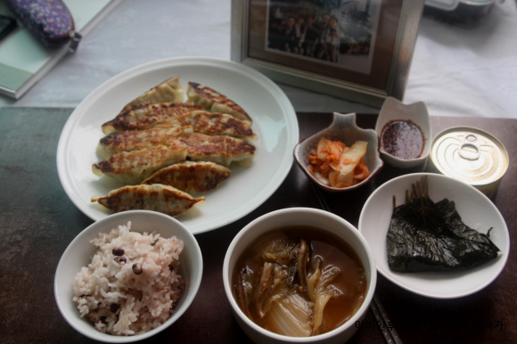자취녀의계절밥상(겨울)-김장철 배추 한통,알..