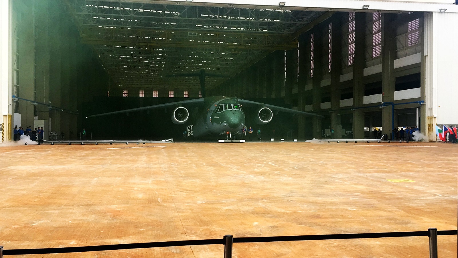 Embraer KC-390 1호기 Roll Out 연속사진