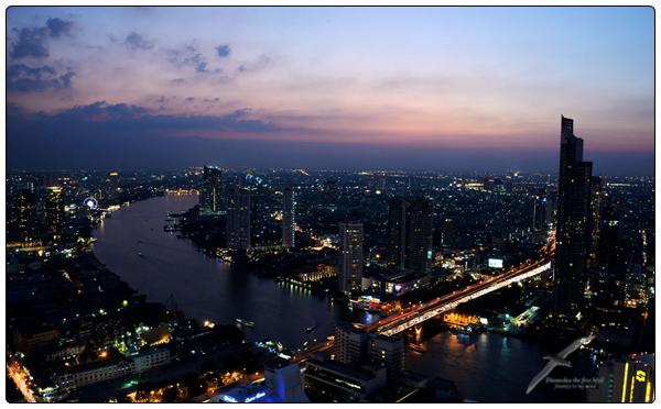 같은 장소 다른 시간 그리고 사진들 방콕 차오 프라..