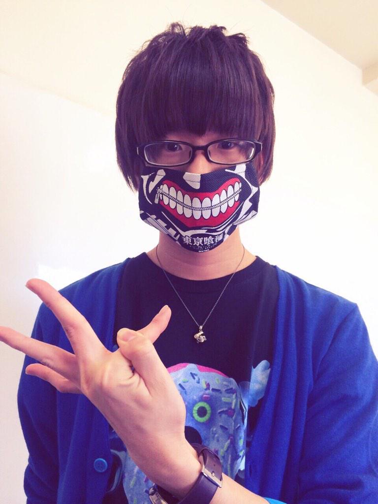 성우 하나에 나츠키, 도쿄 구울의 마스크를 쓰고 있..