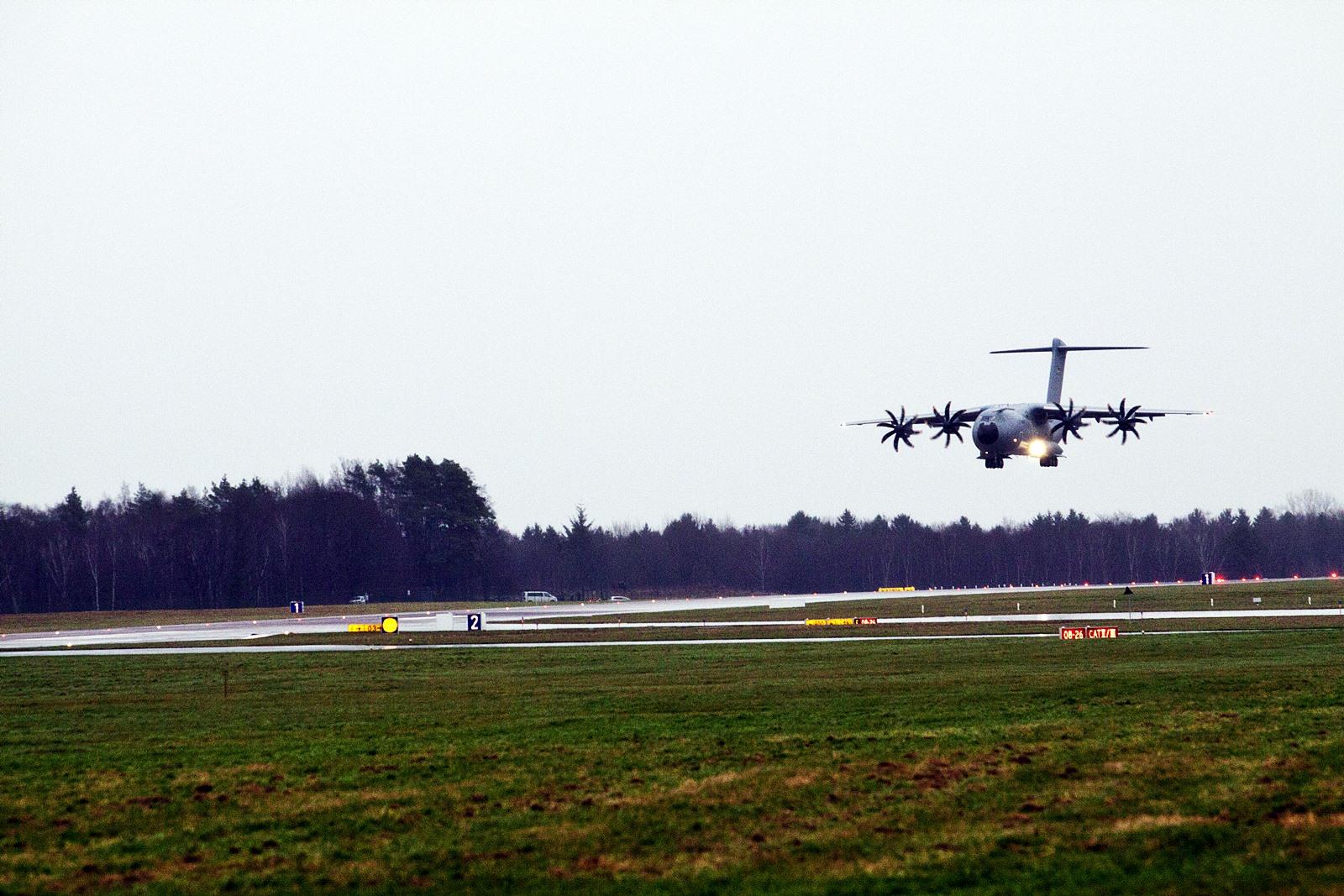 독일공군 A400M 1호기 독일공군기지 도착