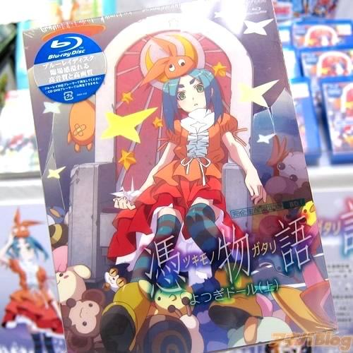 츠키모노가타리 블루레이 제 1권이 발매된 모습