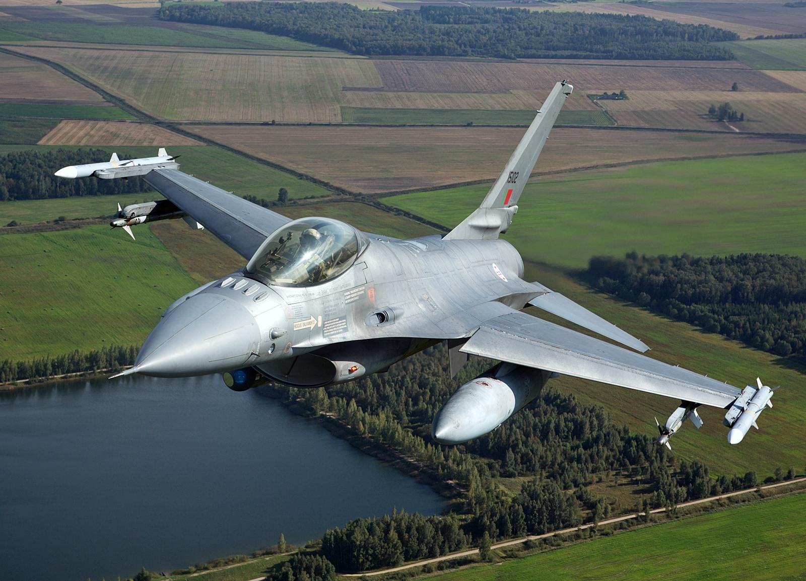 리투아니아에 전개, BAP 임무중인 포르투갈공군 F..