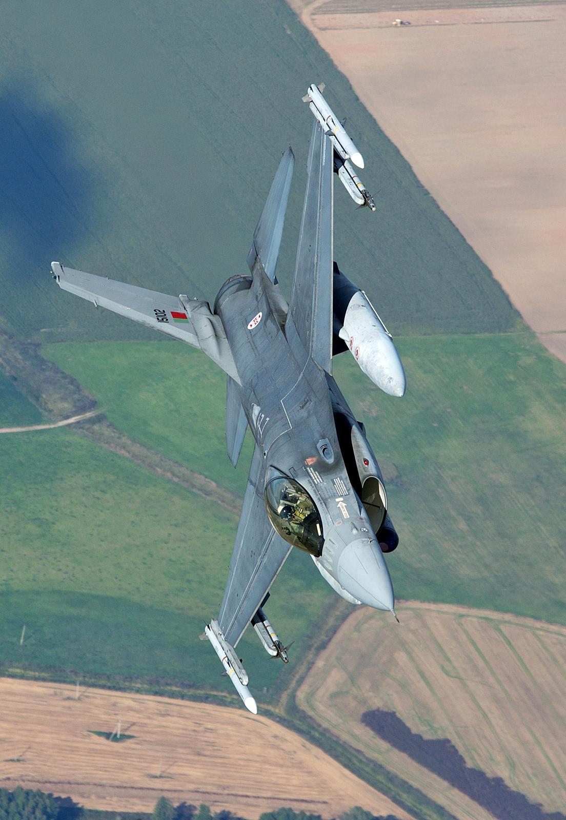 리투아니아에 전개, BAP 임무중인 포르투갈공군 F-1..