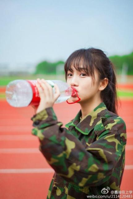 여대생을 군사훈련에 동원하는 중공