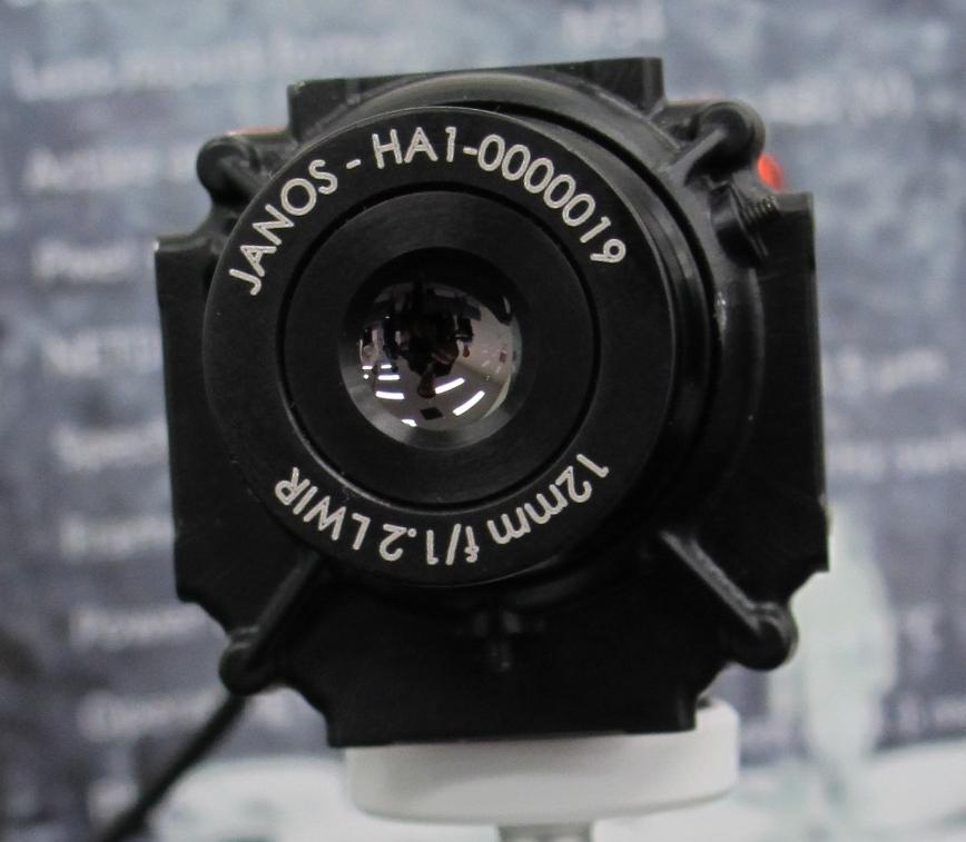 일본에서 미국의 열화상 카메라 소자 공개