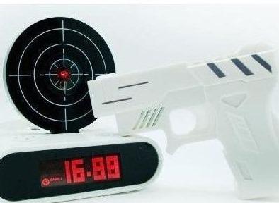 총을 쏴야되는 알람시계