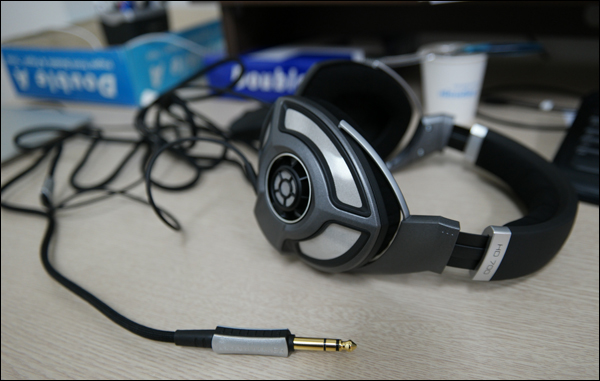 Sennheiser HD700 Headphone: 할인해서 덥썩..