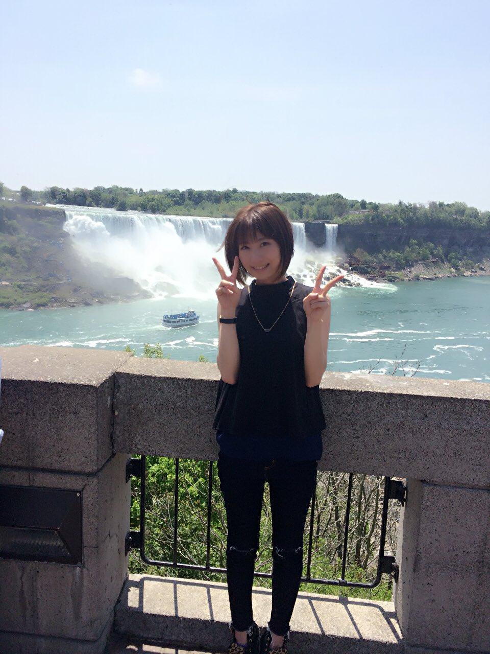 성우 안자이 치카씨의 사진, 나이아가라 폭포에서 ..