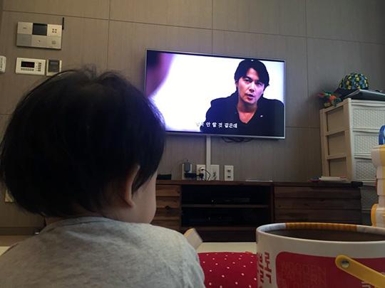 영화 속 료타와 영화를 보는 내가, 그렇게 아버지가..