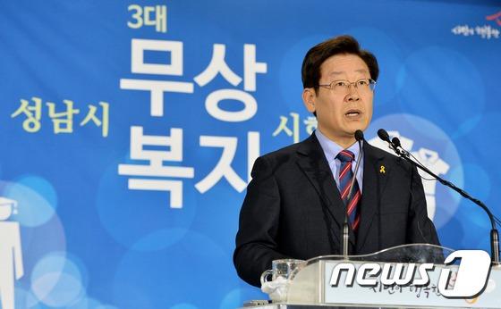 신년 기자회견 하는 이재명 시장
