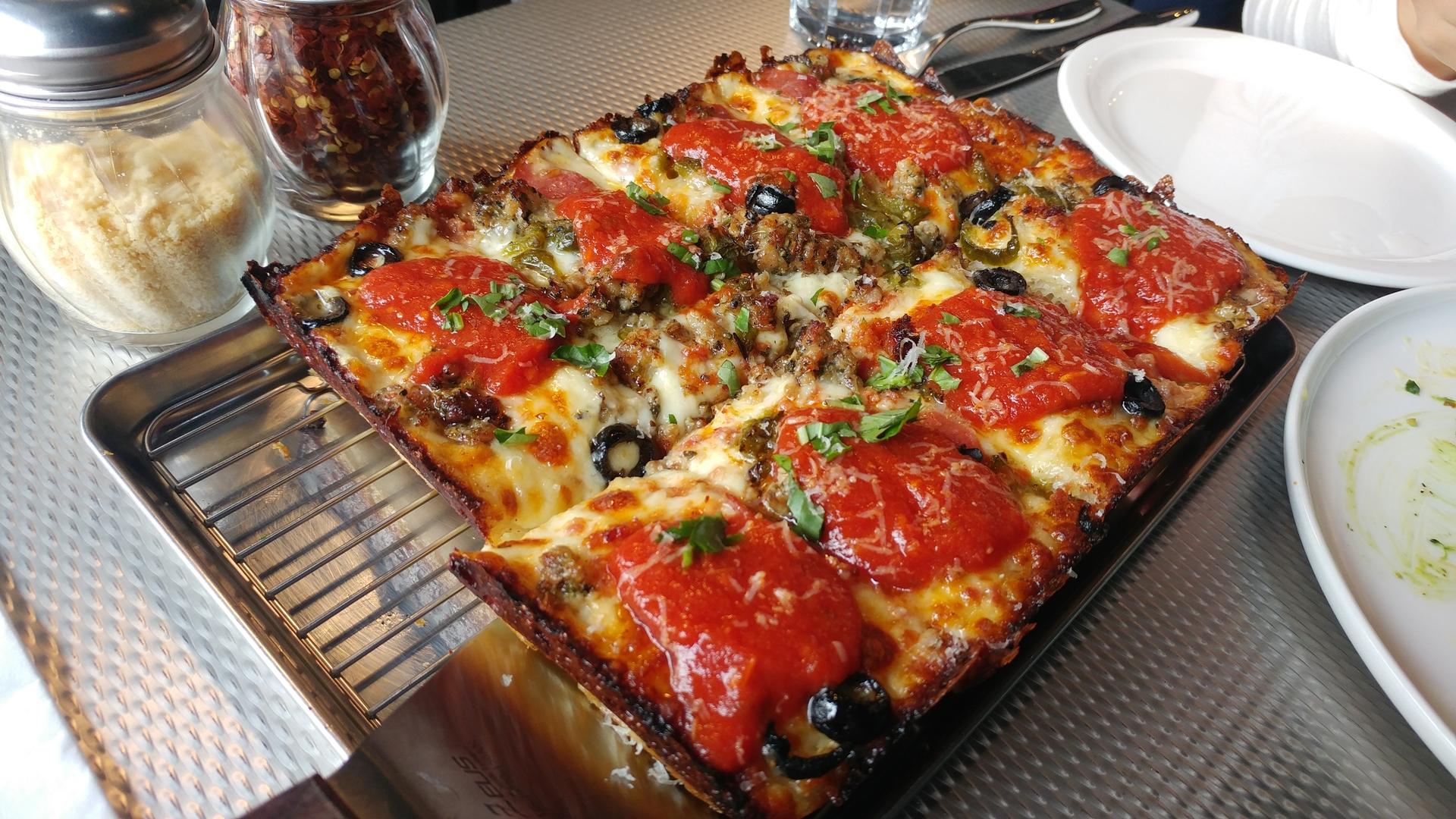 [이태원] 모터시티 - 디트로이트 피자 컨셉의 맛있..